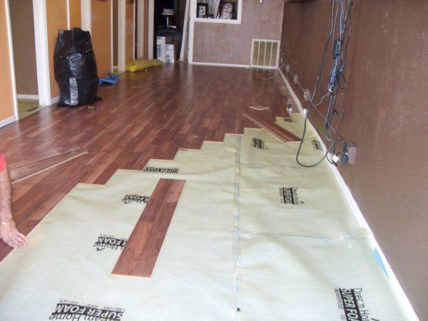 Laminate-floor-installation.jpg